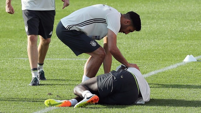 Antonio Rüdiger am Boden.