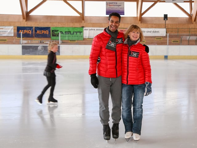 Oscar Peter e Elena Romanova sin il glatsch cun patinas.