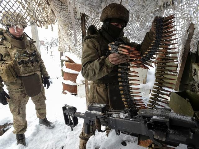 Ukrainische Soldaten im Schnee