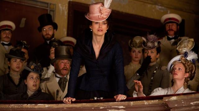 Anna Karenina steht als Ehebrecherin entlarvt und blamiert vor der Moskauer Gesellschaft.