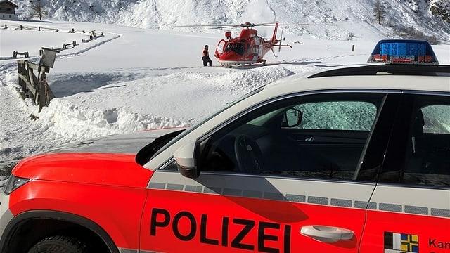 Auto da polizia e helicopter.