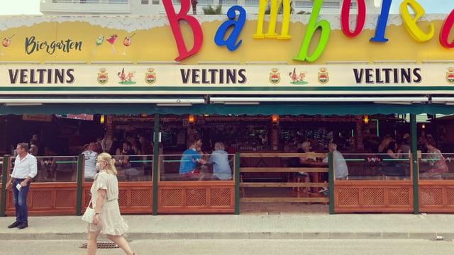 Wer «Ballermann» hört, stellt sich wohl andere Szenen vor. Der Biergarten Bamboleo an einem Sonntagabend im Juni.