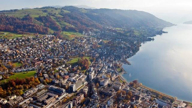 Symbolbild: Luftaufnahme der Stadt Zug.