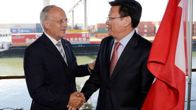 Bundesrat Johann Schneider-Ammann und Yu Jianhua, Botschafter Chinas bei der Welthandelsorganisation WTO
