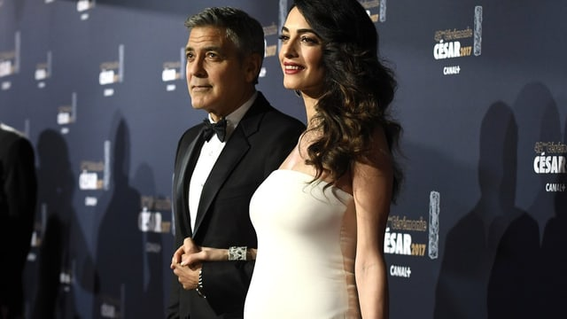Amal e George Clooney en gala.