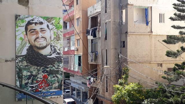 Viele, die im libanesischen Bürgerkrieg spurlos verschwanden, waren junge Soldaten. Ein solches Bild säumt die Strassen von Tyros.