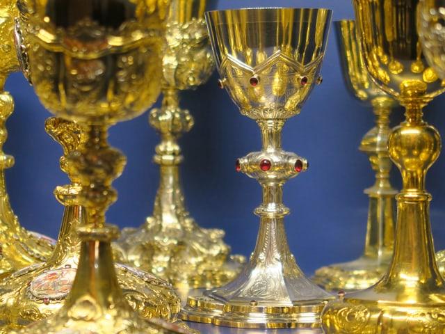 Grosse Messkelchsammlung mit Stücken aus dem 17., dem 18. und dem 19. Jahrhundert. Die meisten wurden der Kirche von reichen Patrizierfamilien geschenkt.