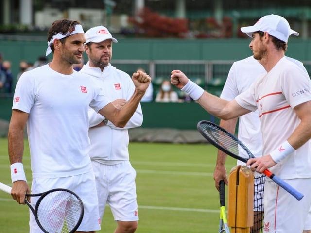 Roger Federer nach einer Trainingssession mit Andy Murray.