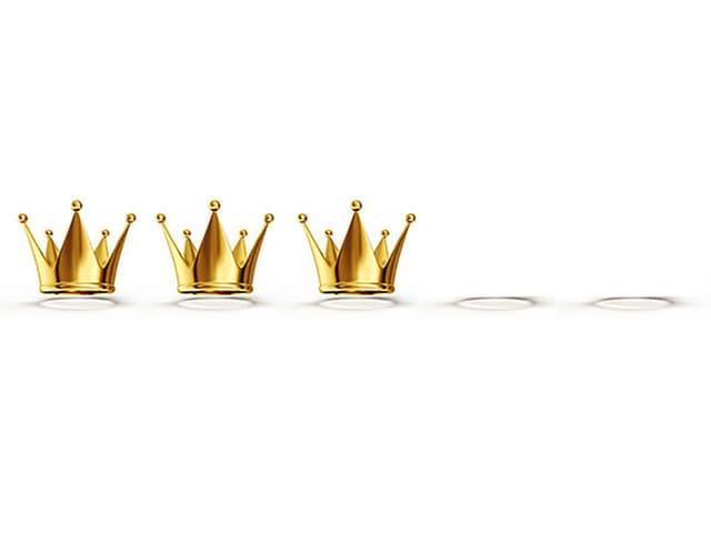 Drei Kronen vor Hintergrund