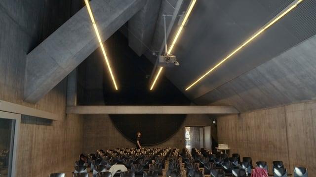 Blick in ein Auditorium aus Beton