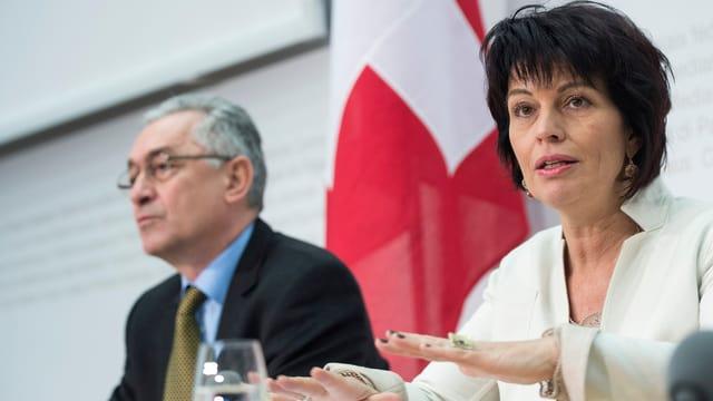 Bundesrätin Doris Leuthard im Medienzentrum in Bern erklärt die Klimaziele der Schweiz.