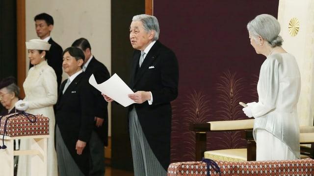 Kaiser Akihito spricht während seiner Abdankungszeremonie