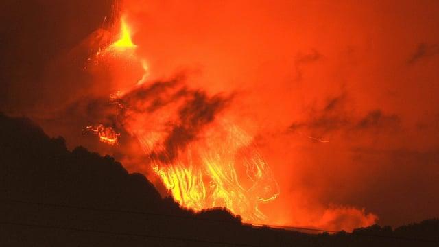 Ausströmende Lava
