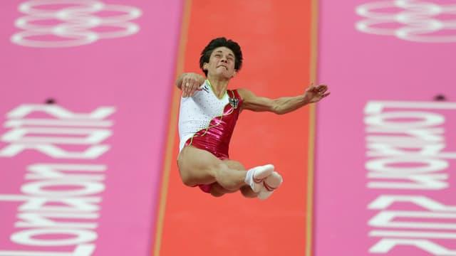 Oksana Tschussowitina nimmt Anlauf zum Sprung.