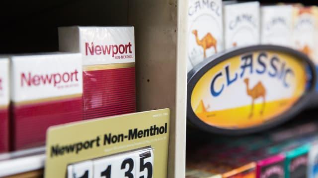 Newport und Camel-Zigaretten