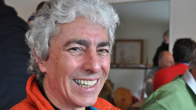 George Voneschen dapi 40 onns magister e rectur a la scola industriala Samedan