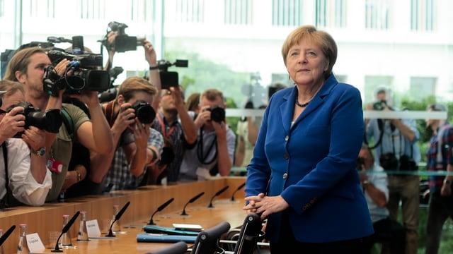 La chanzeliera tudestga, Angela Merkel, curt avant la conferenza da pressa