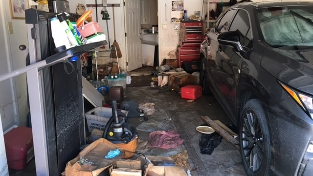 Eine überflutete Garage.