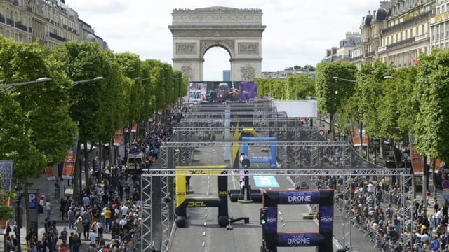 Paris, Triumphbogen, davor der Parcour der DCL.