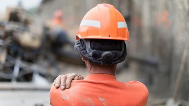 Ein Bauarbeiter.