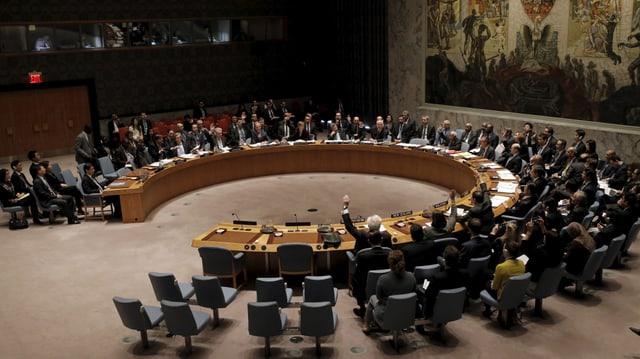 Sicherheitsrat mit rundem Tisch.