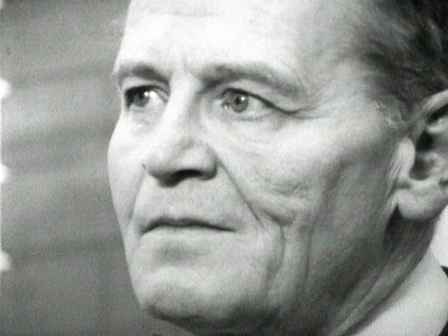 Nahaufnahme des Schauspielers Wolfgang Büttner, schwarzweiss