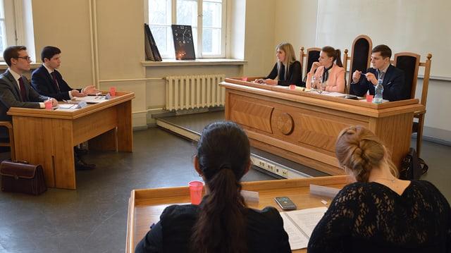 Gerichtsverhandlung am Pre-Moot in Riga.