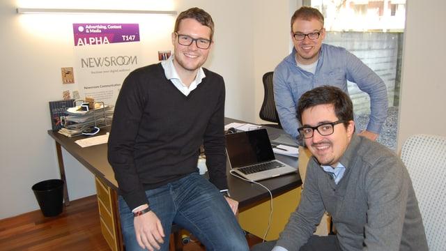 Die Newsroom-Gründer (vlnr) Benjamin Blaser, Brian Ruchti, Simon Klopfenstein (vorne).