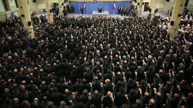 Ajatollah Ali Chamenei bei einer Versammlung der Revolutionsgarden 2016.