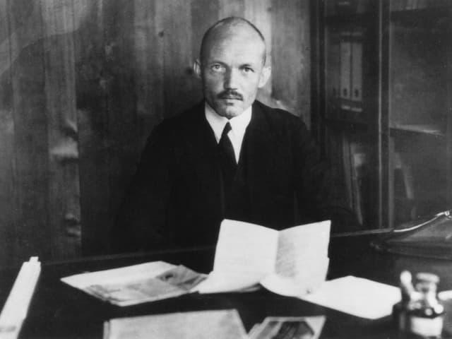 Der Flugzeugkonstrukteur Claude Dornier (1884-1969) auf einem Foto aus der Zeit um 1920.