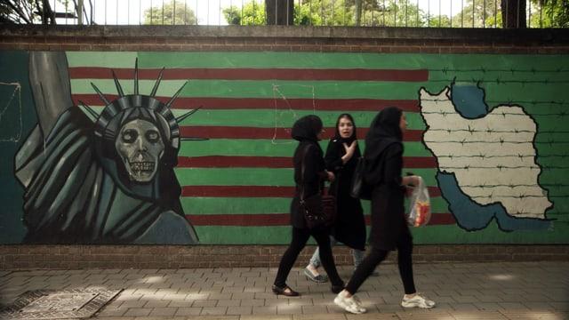 Graffiti der Freiheitsstatue mit Totenschädel.