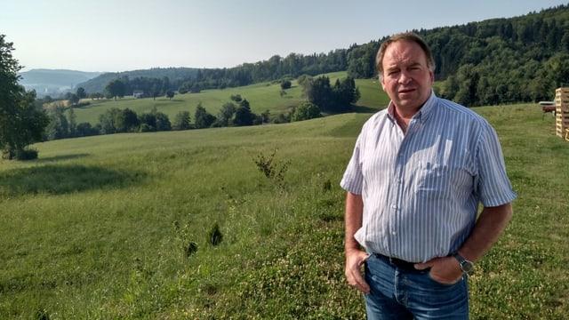 Ein Mann auf einem Feld
