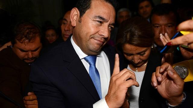 Jimmy Morales mit erhobenen Zeigefinger