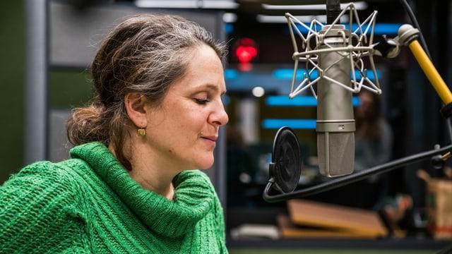 Gina Durler spricht Monika Sturzenegger