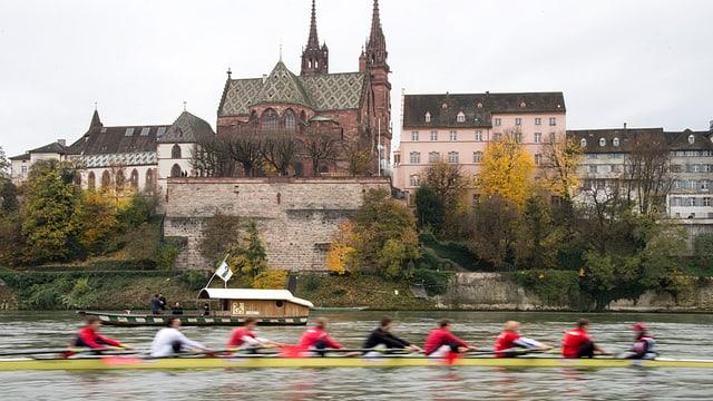 Münster mit Fähre und Ruderboot