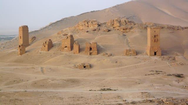 Die berühmten Grabtürme sind hier noch erhalten.