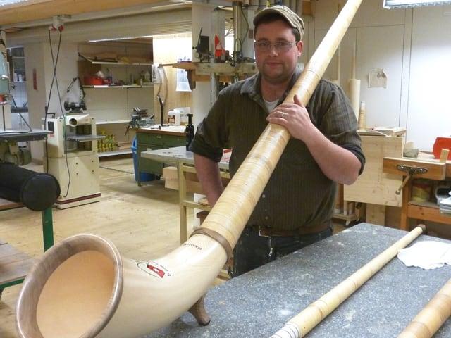 Ein Zentimeter Alphorn kostet etwa 10 Franken. Oder etwa 3500 Franken für den 3,40 Meter langen Klassiker.
