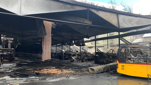 Garascha d'autos da posta destruida.
