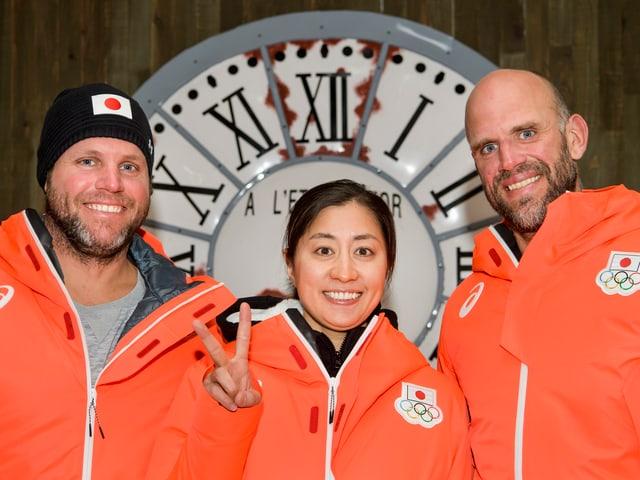 Philippe (l.) und Simon Schoch mit der Japanerin Tomoka Takeuchi.