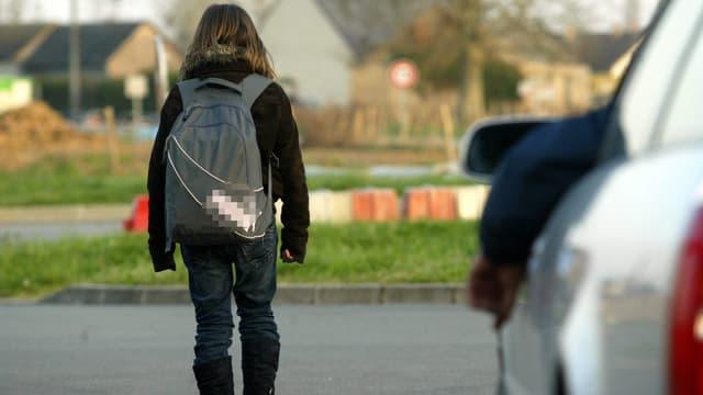 Wegen versuchter Kindsentführung muss sich ein 53-jähriger Aargauer vor Gericht verantworten. (Symbolbild)