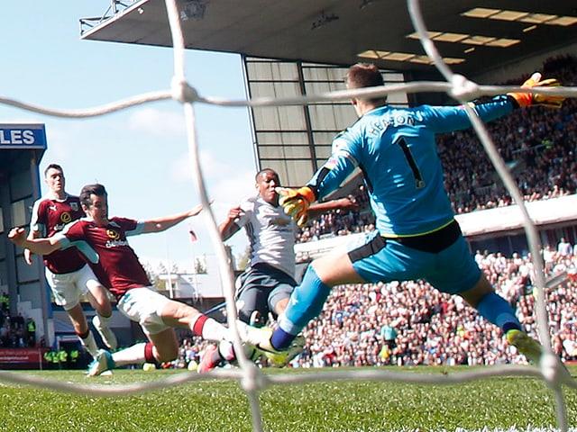 ManUniteds Martial trifft zum 1:0 gegen Burnley