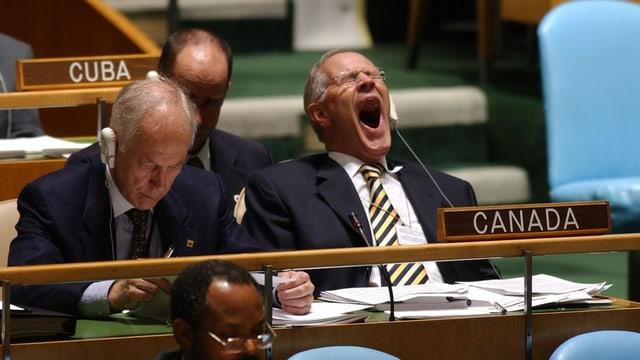 Diplomat gähnt während UNO-Vollversammlung