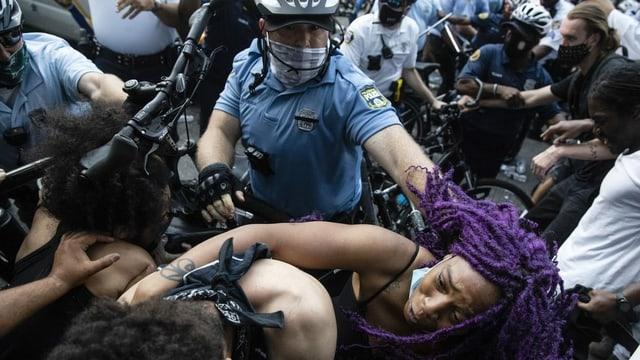 Zusammenstoss der Polizei mit Demonstranten