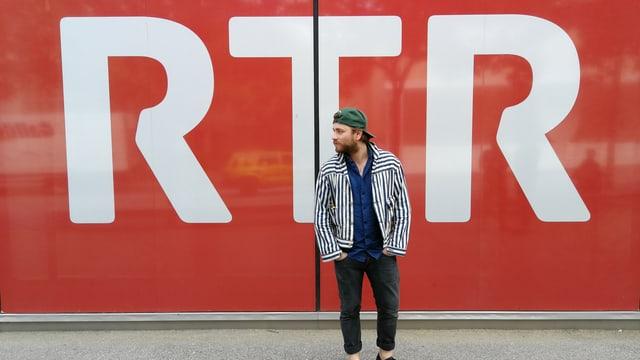 Baschi avant il logo dad RTR