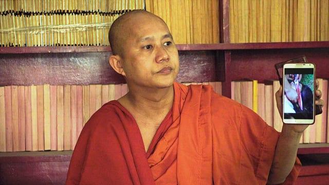 Mönch mit Handy