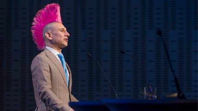 Der Kabarettist Andreas Thiel bei einem Auftritt.