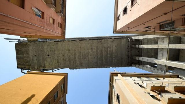 Brücke über Wohnquartiert