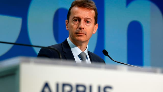 Airbus-Chef Guillaume Faury am Rednerpult.