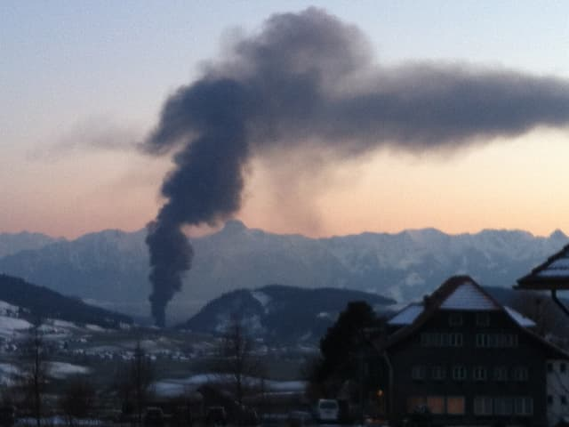 Rauchsäule in Oberdiessbach (BE)