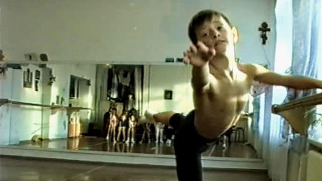 Junge beim Ballett